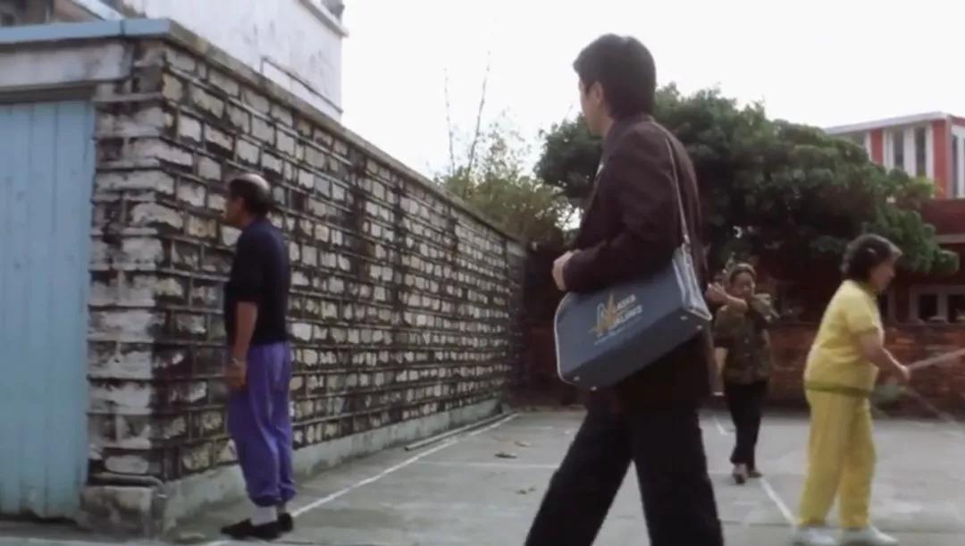 周星驰的电影无不例外的喜剧中暗藏着悲剧,你感受到了吗?